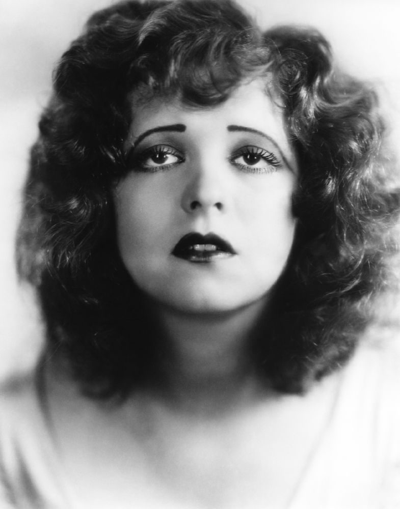 10 Beautiful Portraits Of Clara Bow With Her Dreaming Eyes From The