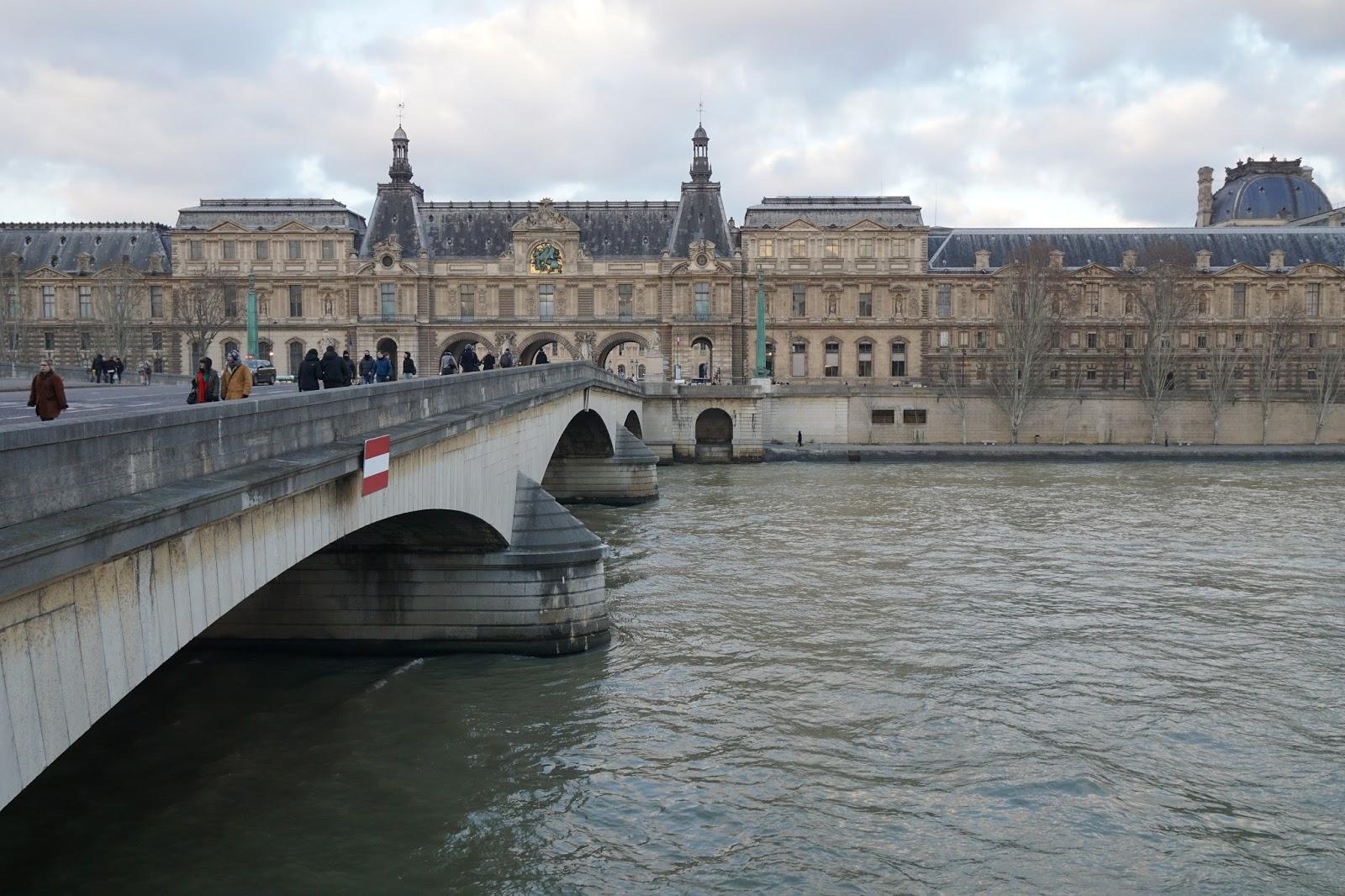 カルーゼル橋(Pont du Carrousel)