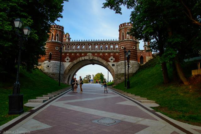 Мост Царицыно днем
