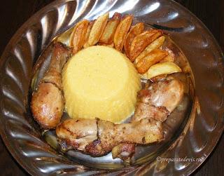 Ciocanele de pui la ceaun cu mamaliguta si mujdei retete culinare,
