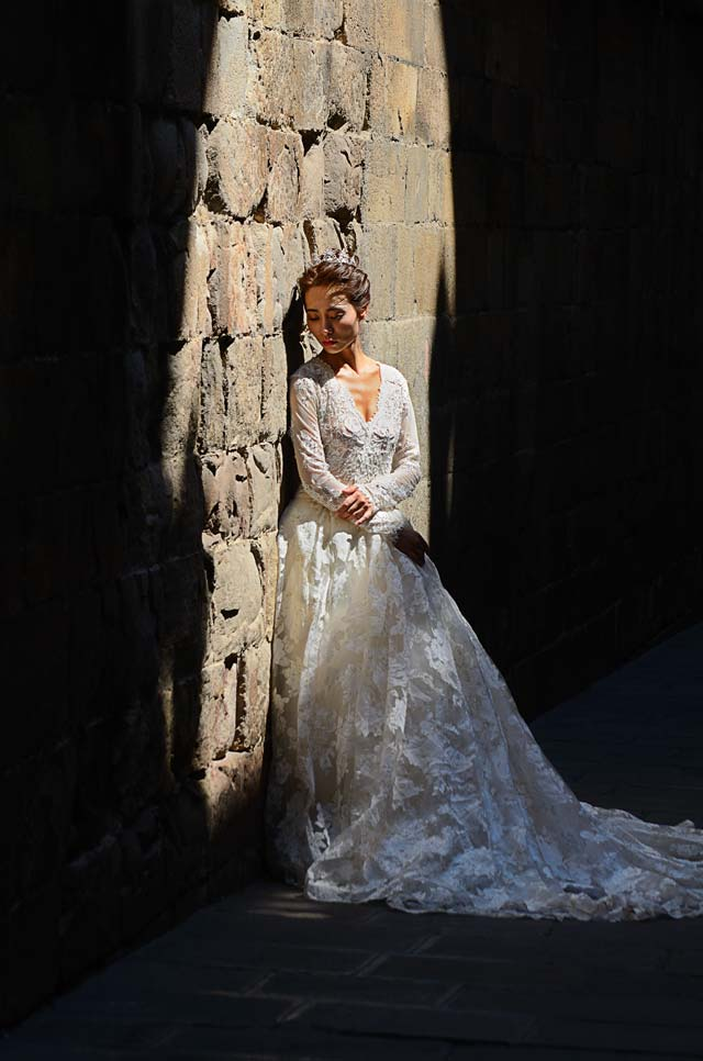 Asian bride in wedding photograph in Barcelona