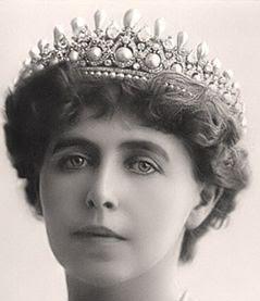 queen elisabeth marie romania pearl diamond tiara oscar massin