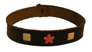 Bracelet en cuir décoré de motifs