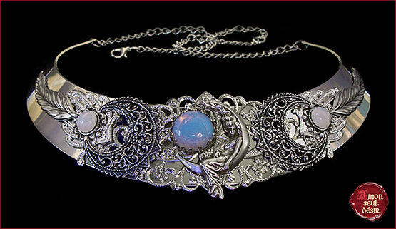 Triple Goddess Moon Crescent Necklace white opal moonstone moonchild collier opale lune wiccan