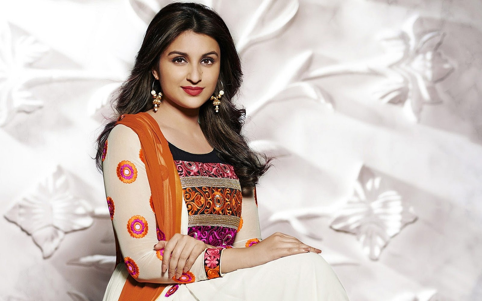 Parineeti Chopra Beautiful Hot And Sexy Hd Wallpaper -1655