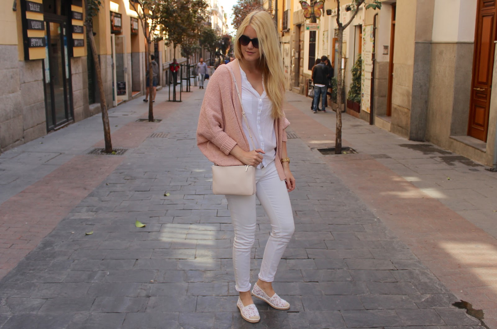 TheBlondeLion Madrid Look Barrio de las letras trio bag mango rose