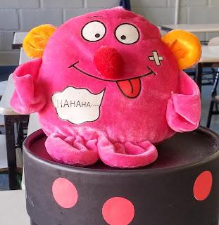 Um monstro em minha escola
