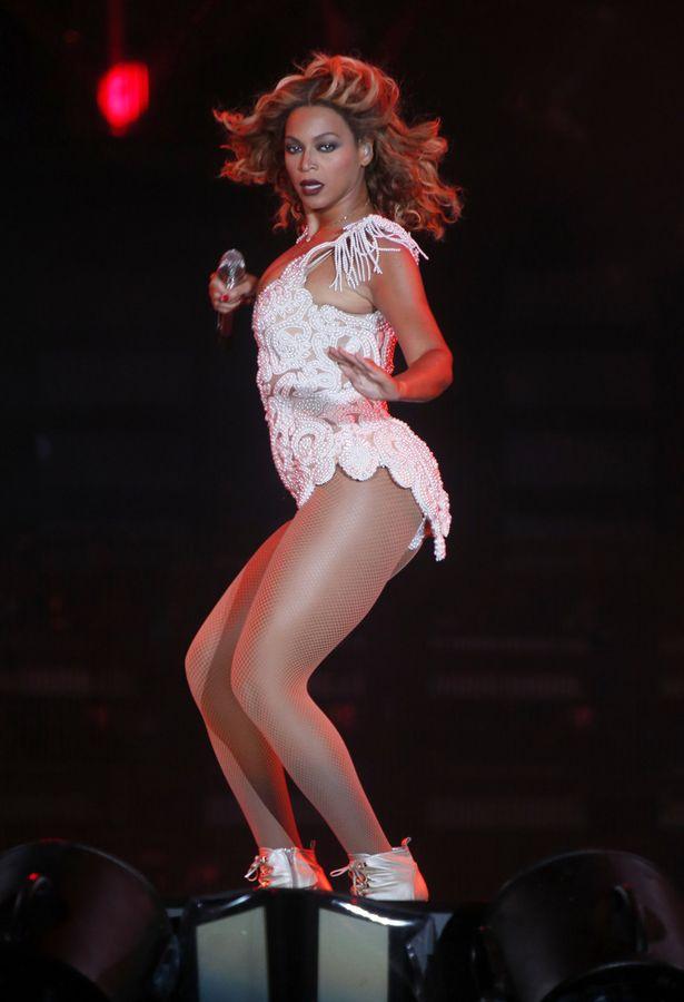 Meryem Uzerli Beyonce energetic performance at Rock in