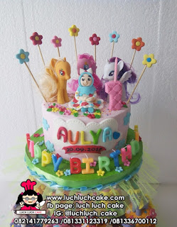 Cupcake dan Kue Tart in Tier Tema My Little Pony