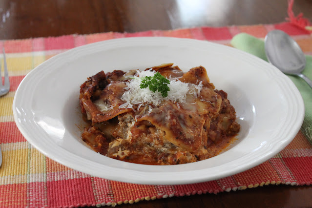 Food Lust People Love: Spicy Italian sausage is my go-to meat for lasagna and meatballs. It adds such wonderful flavor! This slow cooker lasagna is easy to put together, plus you can walk away and come back to deliciousness without worrying about it burning in the oven.