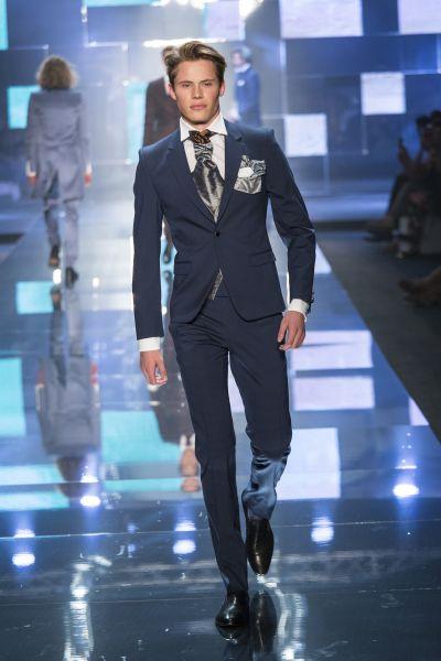 traje de novio azul marino