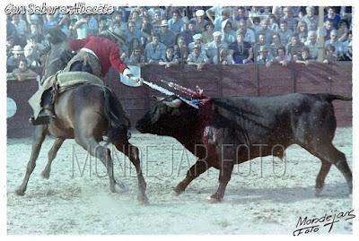 A LA PLAZA DE TOROS DE NOVÉS EN 1980