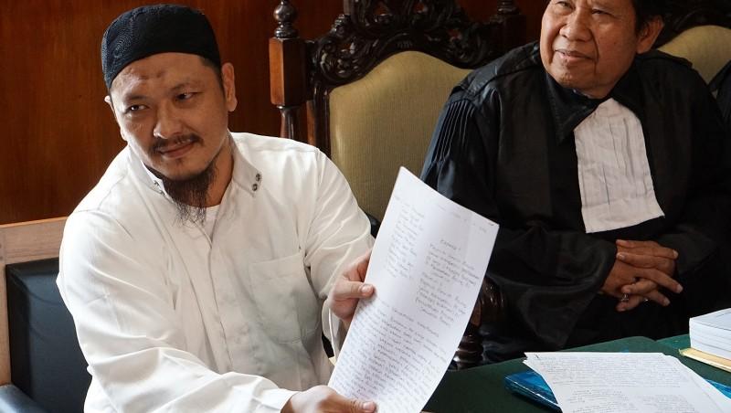 Freddy Budiman (kiri) pada sidang PK di Pengadilan Negeri Cilacap