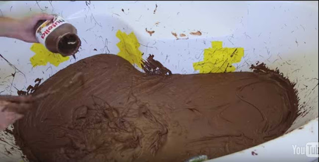 This Is What Taking A Bath In 600lbs Of Nutella Looks Like.