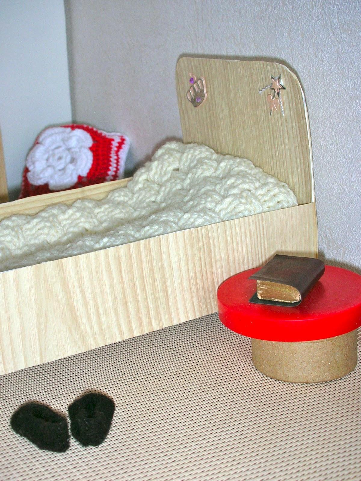 le petit monde de line la chambre de sophie. Black Bedroom Furniture Sets. Home Design Ideas