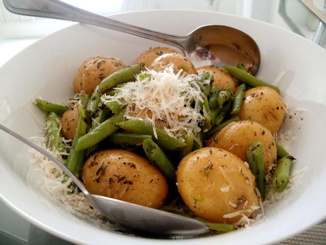 Salteado de patatas con judías verdes y tomillo