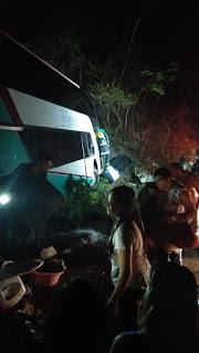 Ônibus que levava evangélicos para missão vira no interior da Paraíba