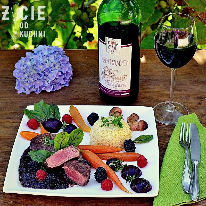 stacja winiarska michalowice, laczenie wina i potraw, dobor wina do jedzenia, poledwica wolowa, czerwone wino, cabernet sauvignon, buraki marynowane, marchewka glazurowana, danie z winem, prawdziwki z patelni, blog zycie od kuchni