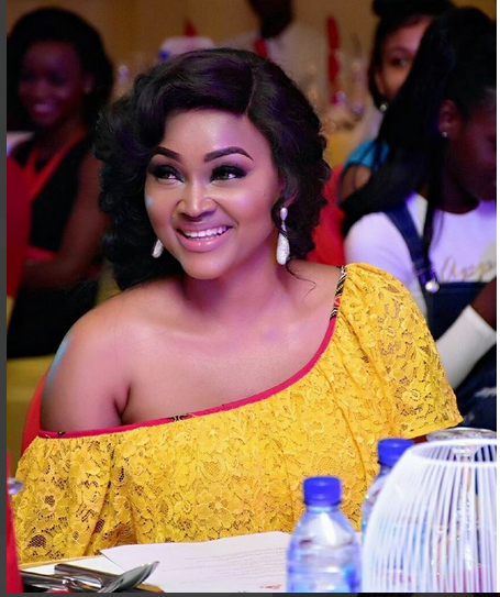 Mercy Aigbe Flaunts Super Hot Legs In Bum short Ahead Of A Fashion Show