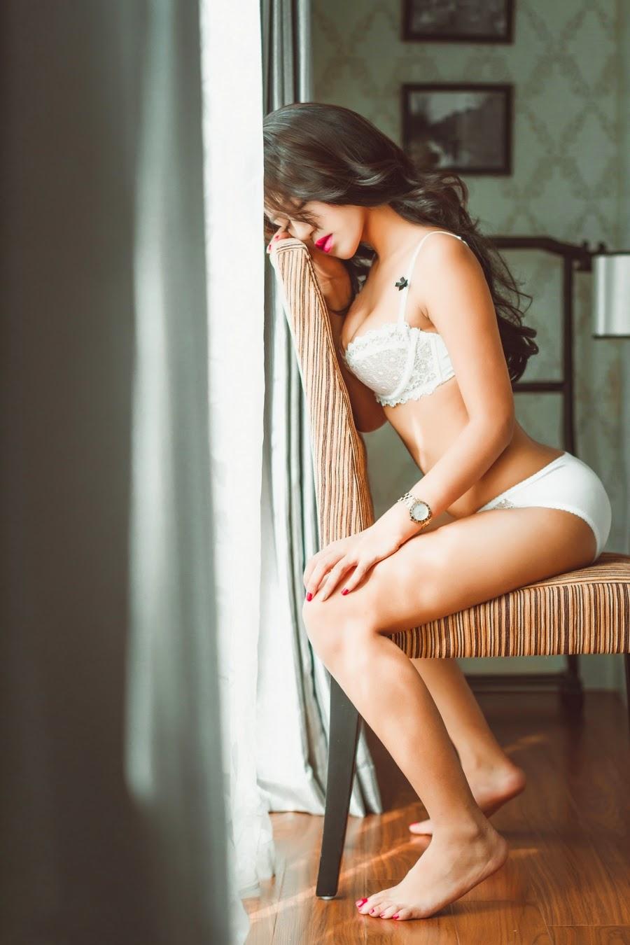bộ ảnh bikini trắng ren đẹp quyến rũ