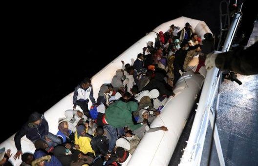 Interceptan a 948 migrantes y refugiados en costas de Libia
