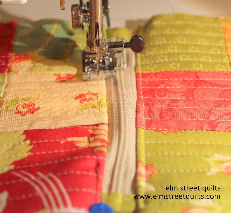 zip pouch tutorial top stitching zipper