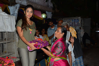 Actress Sri reddy (apthatrust director) Distrubuted Blankets for Orphans at Sai Baba Temple  0021.JPG