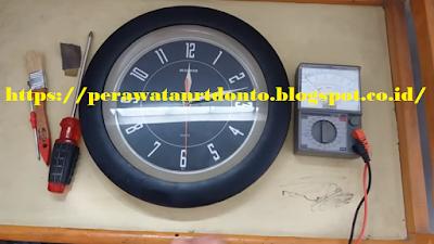 Peralatan untuk  Memperbaiki Jam Dinding
