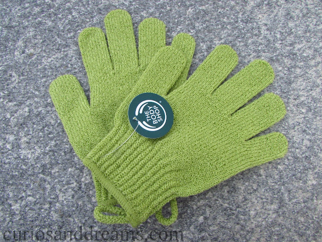 The Body Shop Bath Gloves review, Exfoliating bath gloves review
