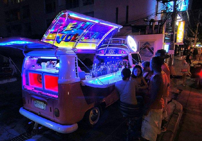 Бар трансформер на улице Таиланда