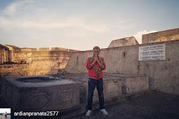 Benteng Fort Marlborough - Makam residen Inggris