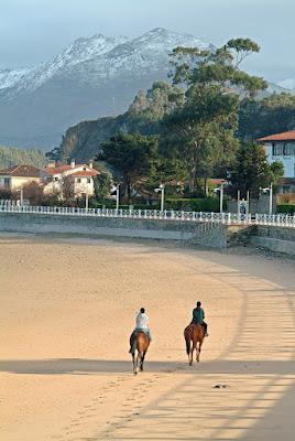 Ribadesella, caballos en la playa