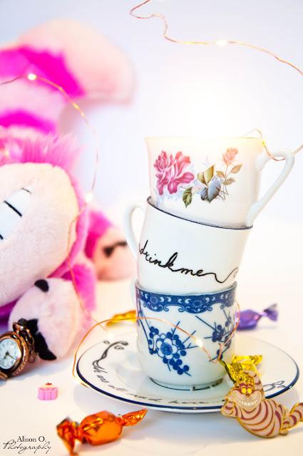 Projet DIY Alice aux pays des merveilles - Chandelier en tasse empilées
