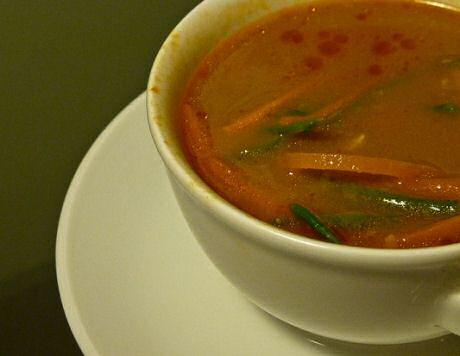Niet doorstoken soep maken met selder, tomaat, ajuin en wortel