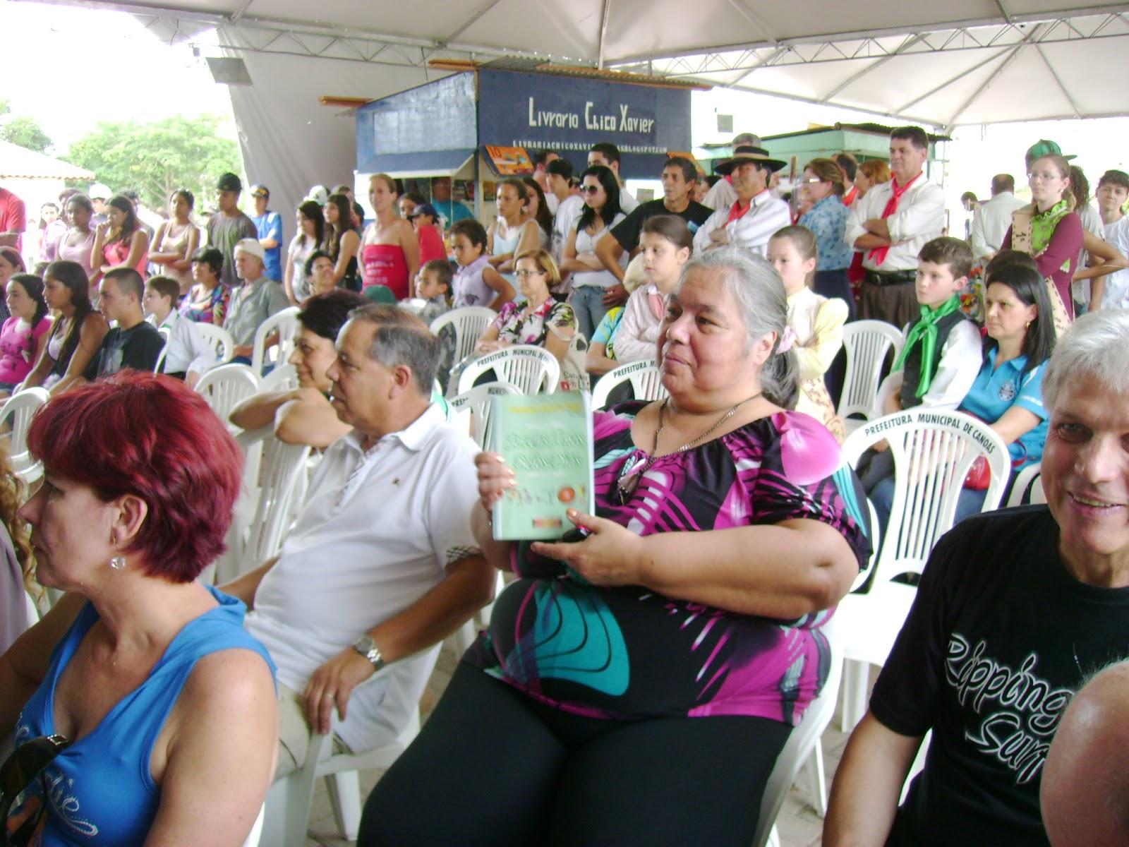Expressivo público prestigiou e adquiriu exemplares do livro