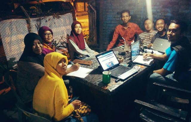 Rapat Akhir Persiapan 1st Anniversary Blogger Medan di Kantor AJI Medan