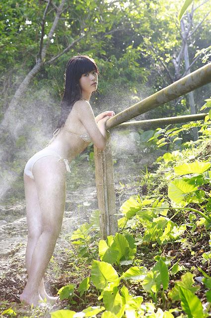 馬場ふみか Baba Fumika Bikini In Forest Photos 6