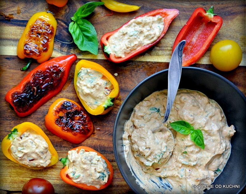 papryczki, warzywa z grilla, grillowane warzywa, grillujemy, grillowana papryka, faszerowana papryka, majowka, weekend, grillowanie, danie z grilla, pomysly na grill, bryndza, bolg, zycie od kuchni
