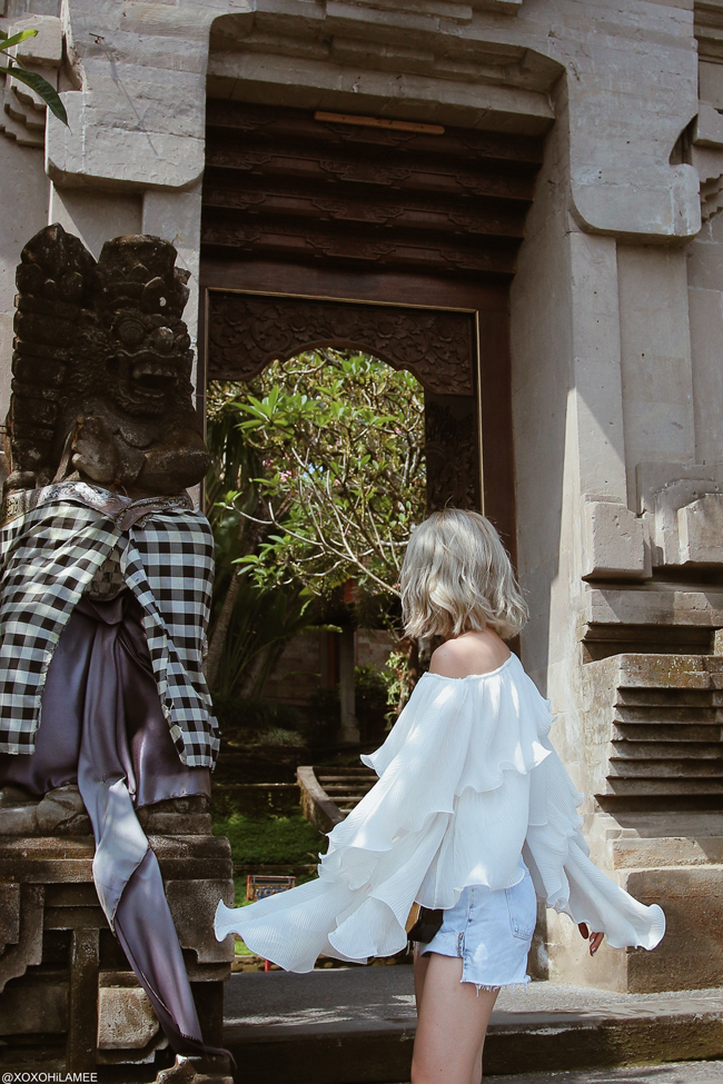 Japanese Fashion Blogger,MizuhoK,20180929OOTD, Chicwish=frill one shoulder blouse, ZARA= denim shorts,White sneakers, SheIn=gold shoulder bag,