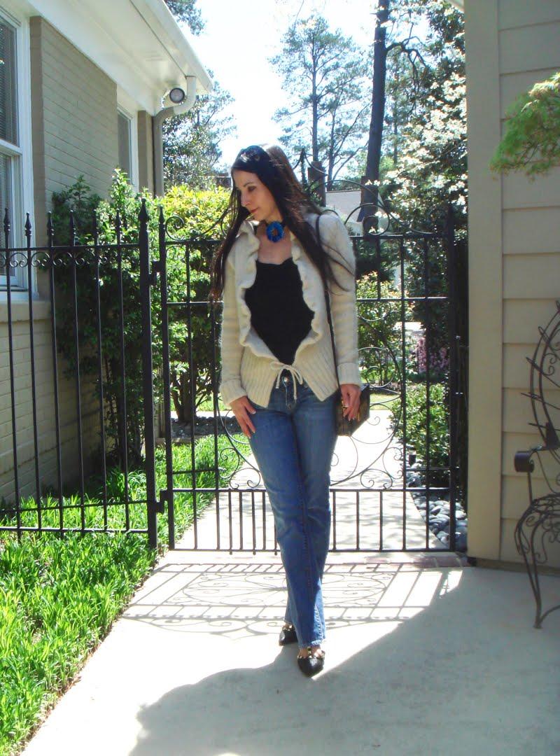 DIY Flower Choker Outfit - full body outside.