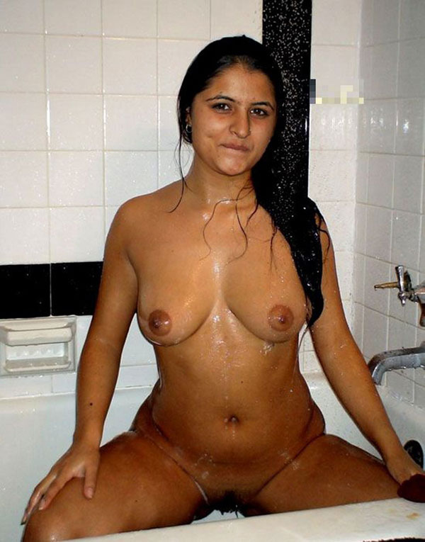 desi-girl-bathing-nude-hot