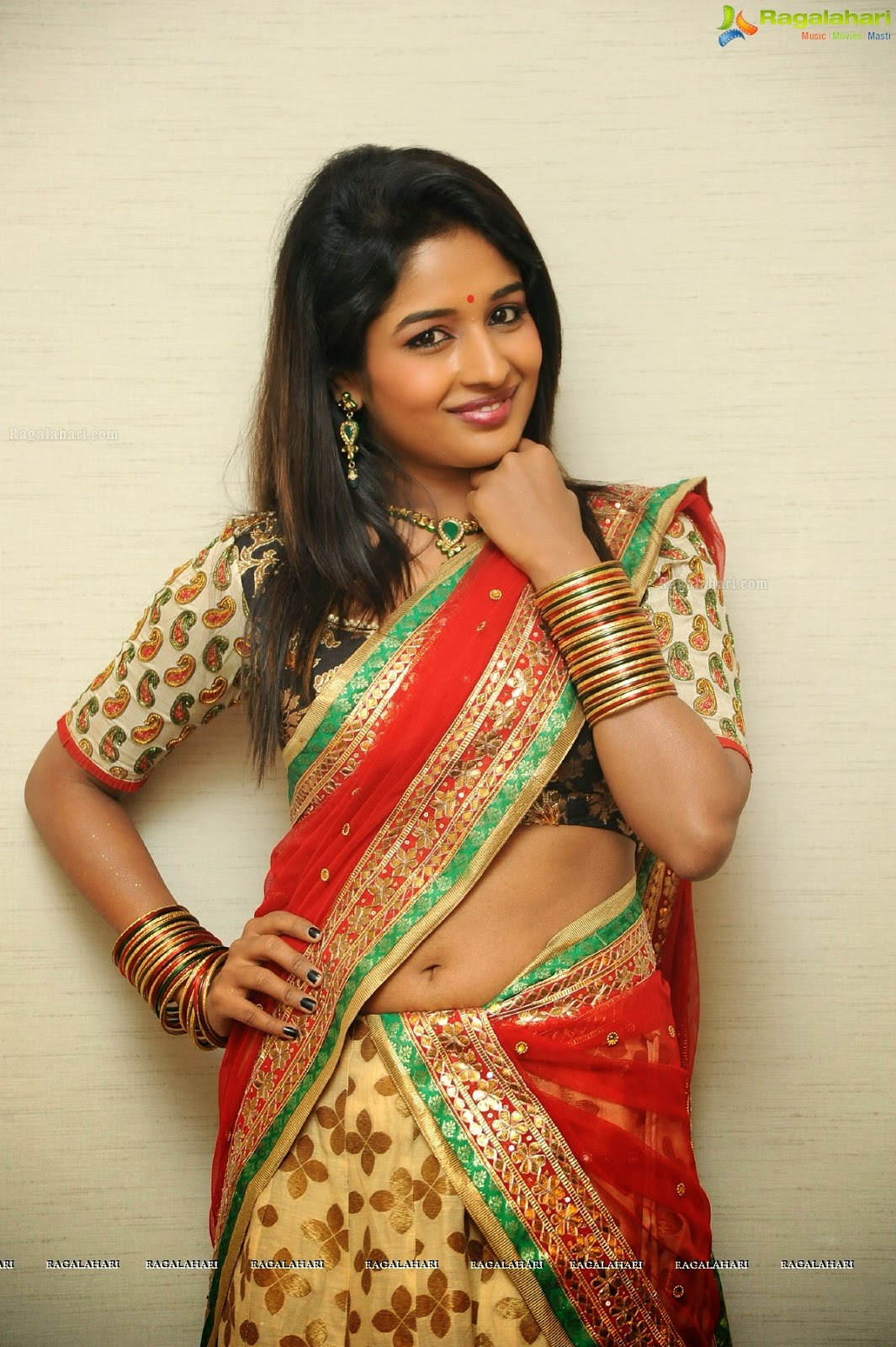 Isha Ranganath half saree images - Payal Rajput Hot Pics ...