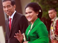 Iriana Jokowi Duduk di Ruang Tunggu Bandara Bersama Penumpang Biasa, Aksi Ibu Negara Ini Tuai Pujian