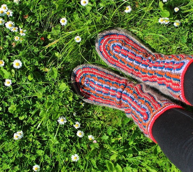 buty szydełkowe w stylu etno
