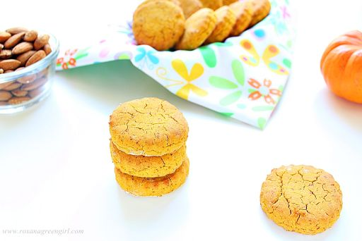 Pumpkin Cookies | Roxanashomebaking.com
