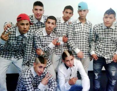 Foto de Los Wachiturros con camisa a cuadros