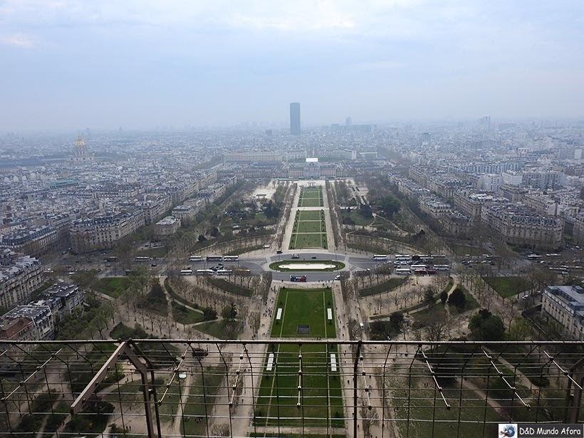 Vista da Torre lá do segundo andar - Como visitar a Torre Eiffel em Paris