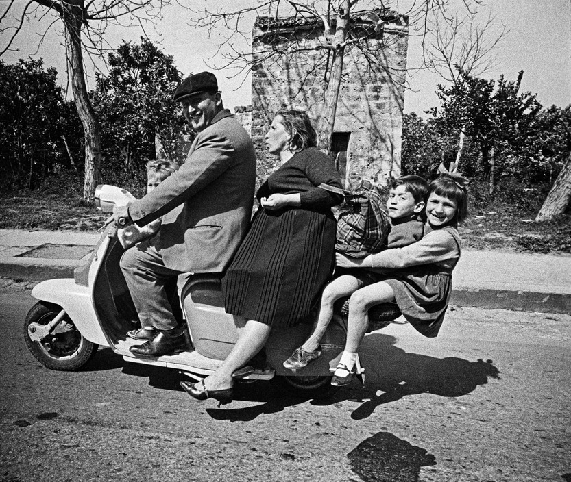 The Italians by Bruno Barbey: 50 Fascinating Black and White Photographs Capture Everyday Life in Italy in the 1960s