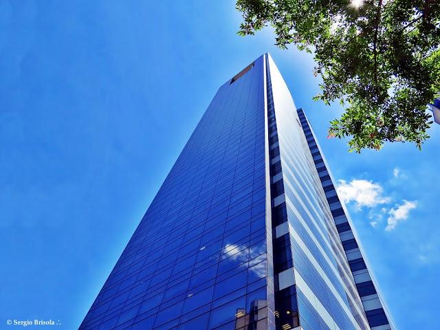 Perspectiva inferior do Edifício ECO Berrini - Cidade Monções - São Paulo