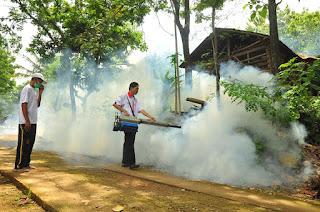 Gara-gara Pemerintah Kurang Tanggap, Warga Lakukan Fogging Sendiri untuk Cegah DBD